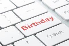 Concepto del día de fiesta: Cumpleaños en fondo del teclado de ordenador Fotos de archivo libres de regalías