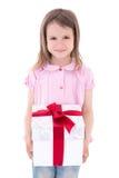 Concepto del día de fiesta - niña linda con la caja de regalo aislada en whi Imagen de archivo libre de regalías