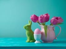 Concepto del día de fiesta de Pascua con las flores del tulipán Fotografía de archivo libre de regalías