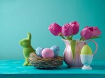 Concepto del día de fiesta de Pascua con las flores del tulipán Imágenes de archivo libres de regalías