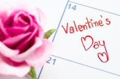 Concepto del día de tarjetas del día de San Valentín con el calendario Fotografía de archivo libre de regalías