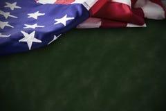 Concepto del día de veteranos de bandera de los E.E.U.U. en fondo verde Fotos de archivo libres de regalías
