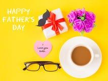 Concepto del día del ` s del padre El día feliz y YO del ` s del padre AMAMOS el mensaje del PAPÁ imagenes de archivo
