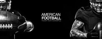 Concepto del deporte Jugador del deportista del fútbol americano en fondo negro con el espacio de la copia Concepto del deporte foto de archivo