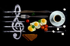 Concepto del desayuno como notas en música Fotos de archivo