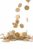 Concepto del dinero de la ganancia, moneda de oro que cae Foto de archivo libre de regalías