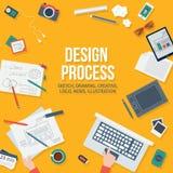 Concepto del diseño web con los objetos y los dispositivos Imagen de archivo libre de regalías