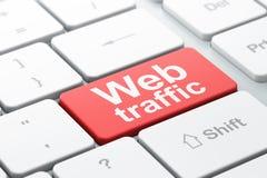 Concepto del diseño web de SEO: Tráfico del web en backgro del teclado de ordenador