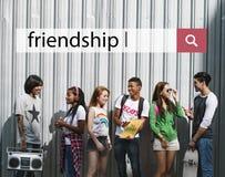 Concepto del disfrute del entretenimiento de la música de la amistad junto Fotos de archivo