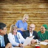 Concepto del doctor Discussion Meeting Smiling de la gente Imagen de archivo libre de regalías
