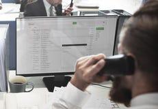 Concepto del email de Using Telephone Corresopndence del hombre de negocios Imagenes de archivo