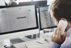Concepto del email de Using Telephone Correspondence del hombre de negocios Fotografía de archivo