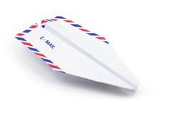 Concepto del email del aeroplano de papel imagenes de archivo