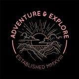 Concepto del emblema del logotipo de la montaña Imagenes de archivo