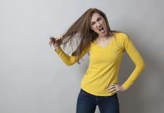 Concepto del entusiasmo y del dolor para la muchacha enojada 20s Fotografía de archivo