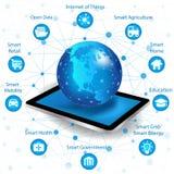 Concepto del establecimiento de una red de Internet y tecnología de ordenadores de la nube Fotografía de archivo libre de regalías