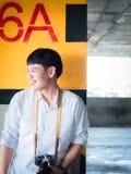 Concepto del estudiante y del gradutation de boy20s asiático a 30s con Foto de archivo