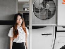 Concepto del estudiante y del gradutation de girl20s hermoso asiático a Fotos de archivo