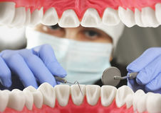 Concepto del examen dental, opinión interior de la boca Foco suave Foto de archivo