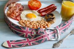 Concepto del extracto de la dieta del desayuno inglés con la comida y la correa Fotografía de archivo