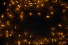Concepto del fondo de las luces de la Navidad en el escritorio de madera Fotos de archivo libres de regalías