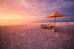 Concepto del fondo del viaje del día de fiesta de las vacaciones del turismo de la playa del verano Pares románticos de la famili Imágenes de archivo libres de regalías