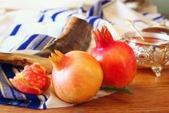 Concepto del hashanah de Rosh (Año Nuevo judío) Símbolos tradicionales Imagenes de archivo