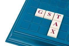 Concepto del IMPUESTO de GST con el crucigrama en un juego de mesa Imagenes de archivo