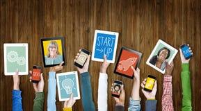 Concepto del inicio del éxito del crecimiento del negocio de los dispositivos de Digitaces Fotografía de archivo libre de regalías