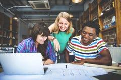 Concepto del interior de Teamwork Brainstorming Planning del diseñador fotos de archivo