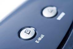 Concepto del Internet - botón del email en el teclado de la computadora portátil Imagenes de archivo