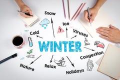 Concepto del invierno La reunión en la tabla blanca de la oficina Imagen de archivo libre de regalías