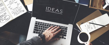 Concepto del lugar de trabajo de Working Ideas Creative del hombre de negocios imágenes de archivo libres de regalías