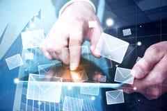 Concepto del márketing del correo electrónico imagenes de archivo