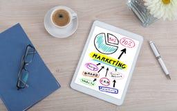 Concepto del márketing en una tableta digital imagenes de archivo