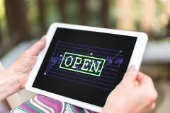 Concepto del mercado de acción abierta en una tableta Foto de archivo libre de regalías