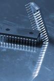 Concepto del microchip en azul imagenes de archivo
