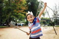 Concepto del muchacho del niño de la libertad del super héroe de la yarda del patio Imagen de archivo libre de regalías
