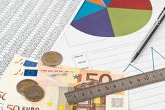 Concepto del negocio - cartas y dinero Foto de archivo