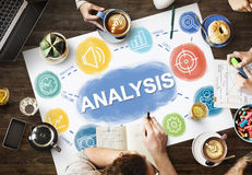 Concepto del negocio de la blanco del proceso de los datos del análisis imagen de archivo libre de regalías