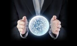 Concepto del negocio de mano de la mujer de negocios con el netw global digital fotografía de archivo
