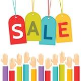 Concepto del negocio del ejemplo - etiquetas del precio de venta y manos humanas Fotos de archivo libres de regalías