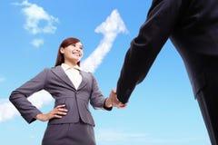 Concepto del negocio del éxito - apretón de manos de la mujer y del hombre Imágenes de archivo libres de regalías