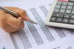Concepto del negocio: El mercado de acción de la contabilidad financiera representa anal gráficamente Fotografía de archivo