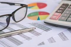 Concepto del negocio: El mercado de acción de la contabilidad financiera representa anal gráficamente Imagenes de archivo