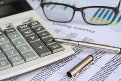 Concepto del negocio: El mercado de acción de la contabilidad financiera representa anal gráficamente Fotos de archivo libres de regalías