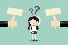 Concepto del negocio, mujer de negocios confundida cerca de dos opciones ilustración del vector