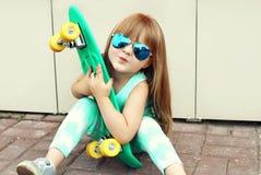 Concepto del niño de la moda - niño elegante de la niña Fotos de archivo