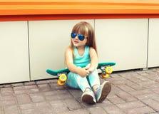 Concepto del niño de la moda - niño elegante de la niña Foto de archivo libre de regalías