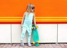 Concepto del niño de la moda - niño elegante de la niña Imágenes de archivo libres de regalías